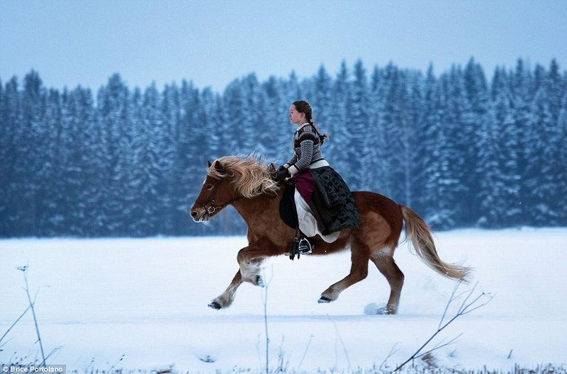 Wanderlust Tips Magazine | Young woman trade city life for untouched wildness in Lapland