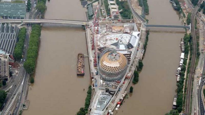 Wanderlust Tips Magazine | Paris flooded right before Euro 2016