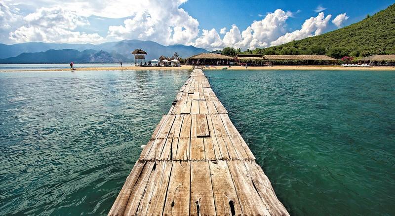 Wanderlust Tips Magazine | Wanderlust Tips Magazine's June issue 2016: Summer Retreat