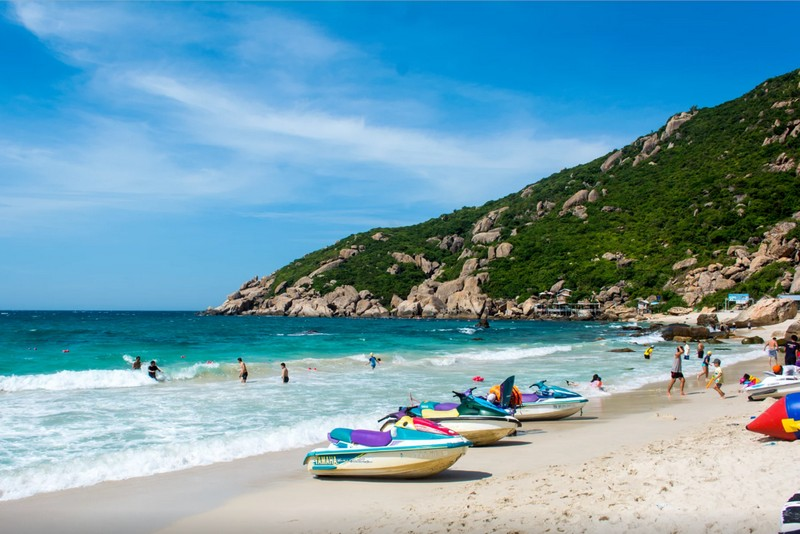 Wanderlust Tips Magazine | Binh Ba Island: Where the blue sky meet the turquoise sea
