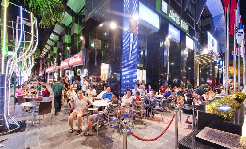 Wanderlust Tips Magazine | Café Central Nguyen Hue to inflame the taste bud with pho
