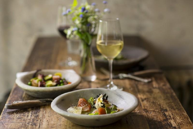 Wanderlust Tips Magazine | Wine and seafood - a stylish combination