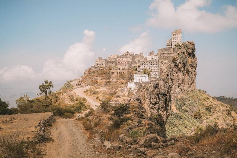 Wanderlust Tips Magazine | Spectacular beauty of mountaintop villages in Yemen