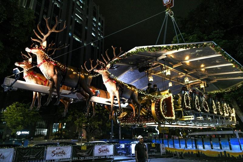 Wanderlust Tips Magazine   Santa in the sky: Belgian dinners served in a flying sleigh