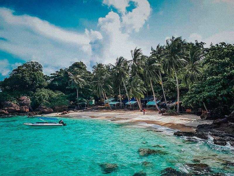 Wanderlust Tips Magazine | Off-Season Travel: Traveling to Feel