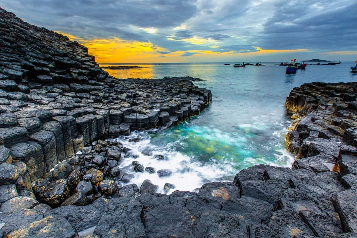 Wanderlust Tips Magazine | 8 must-see places in Phu Yen in the morning
