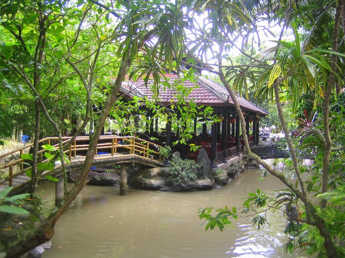 Wanderlust Tips Magazine | 8 must-see places in The Mekong Delta in the afternoon