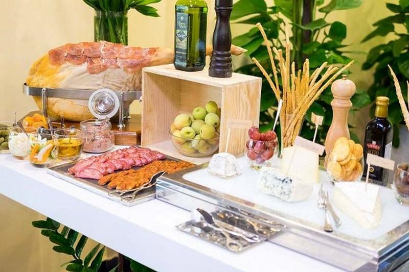 Wanderlust Tips Magazine | Saturday sparkling lunch at Hilton Hanoi Opera