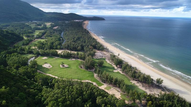 "Wanderlust Tips Magazine | Laguna Lăng Cô received Golf Digest Editor's Choice Award 2018 for ""Best Golf Resort In Asia"""