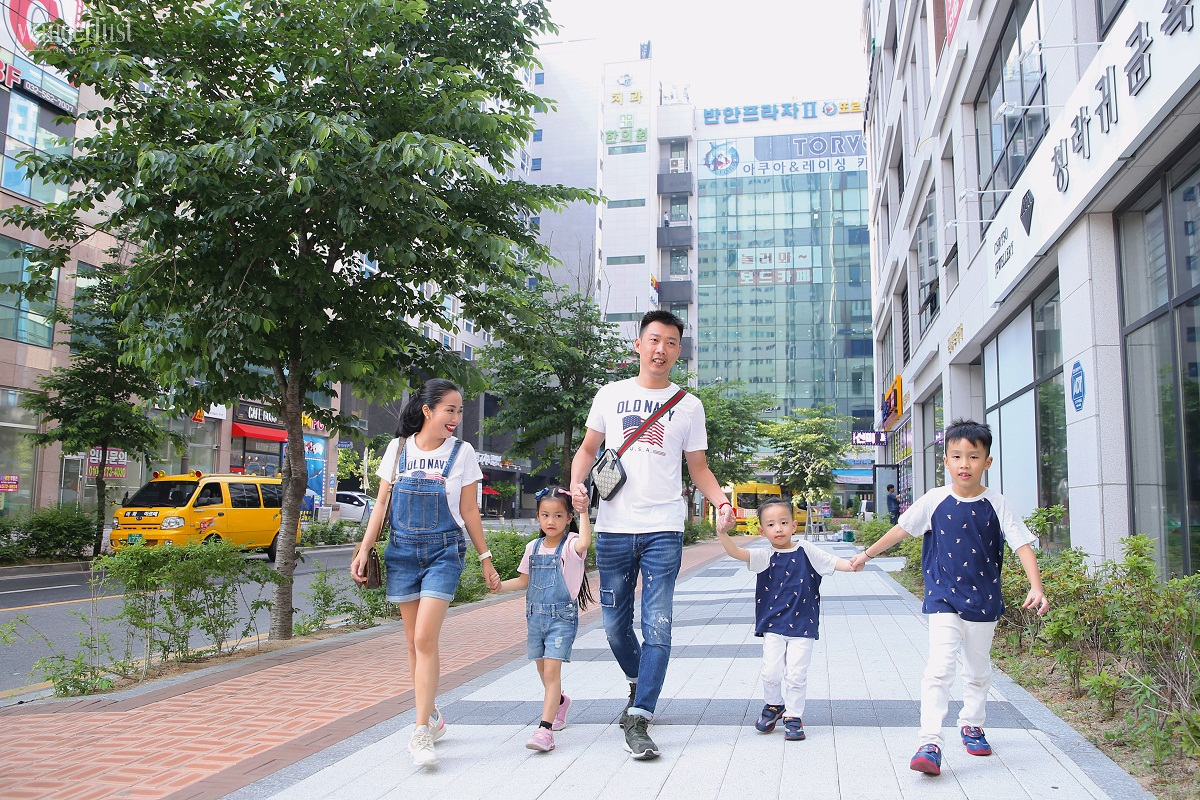 Wanderlust Tips Magazine | Discover Korea with two famous families